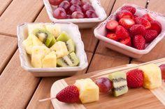 Spiedini di compleanno con frutta, cioccolata e caramelle | Feste e compleanni