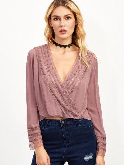 Blusa cruzada con ribete de encaje - violeta
