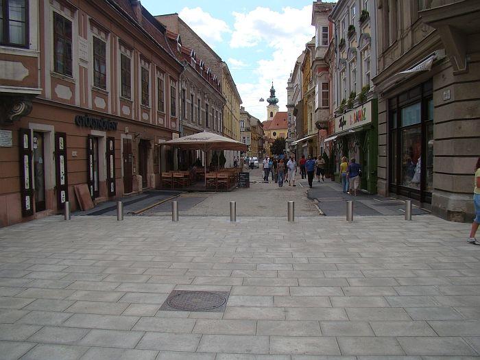 Egyedi igényeknek megfelelően kialakított útbaigazító táblarendszer kiépítése.  http://www.bogep.hu/utbaigazitok.html