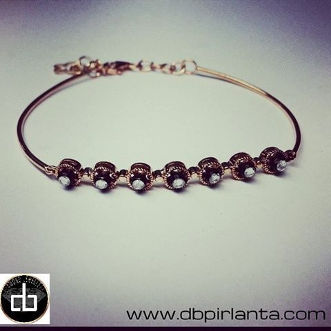 Günaydın, hayırlı haftalar... Sorularınız İçin : Whatsapp 0 542 321 32 32, 0850 209 29 32, db@dbpirlanta.com ve DM den bilgi alabilirsiniz... #mücevher#pırlanta#elmas#tektaş#beştaş#yüzük#küpe#kolye#takı #jewelry#jewels#ataşehir#kadıköy#etiler #nişantaşı#fashionjewelry#diamond#istanbul#kapalıçarşı#bilezik#tarz#trend#moda #sultanahmet#bileklik#zümrüt#altın #gerdanlık#yakut#safir