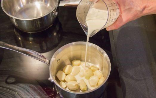 Cholesterol Cure - Le lait d'ail : Guérit l'asthme, la pneumonie, la tuberculose, les problèmes cardiaques, l'insomnie, l'arthrite, la toux et de nombreuses autres maladies! - The One Food Cholesterol Cure