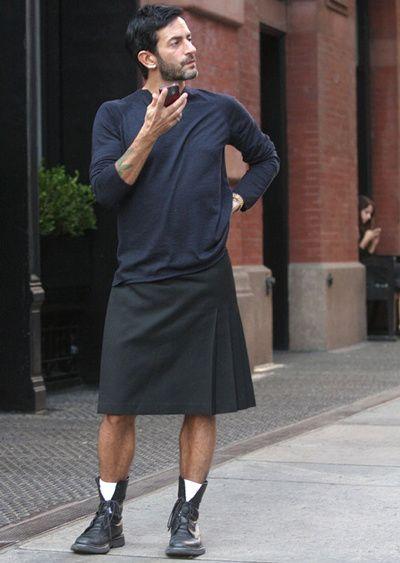La jupe va décidément très bien à Marc Jacobs !