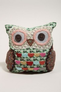 Fabric owl doorstop: Owl Pillows, Urban Outfitters, Crafts Ideas, Owl Doorstop, Owl Ideas, Vintage Owl, Vintage Doorstop, Fabrics Owl, Owls