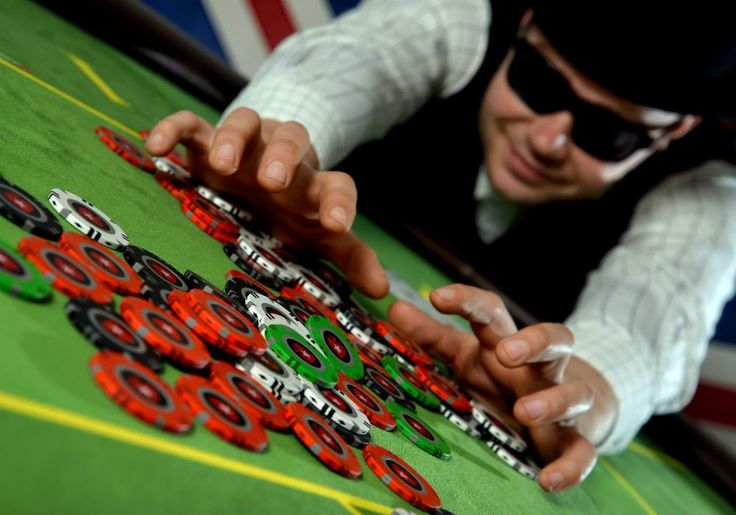 How to be a pro at the poker table