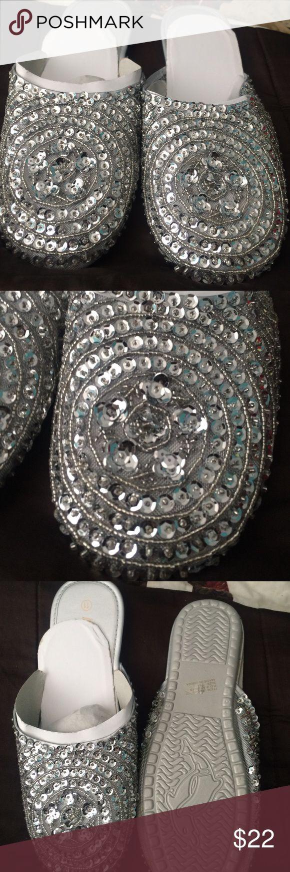 🎁 beautiful silver slippers size 11 NWOT Beautiful silver designed slippers size 11 Shoes Slippers