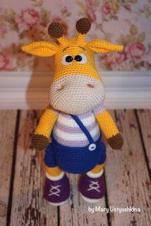 Симпатичная вязаная игрушка жирафик Ральф в штанишках и кедах. Автор…