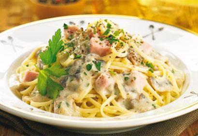 Linguine, sauce crémeuse aux champignons et au jambon