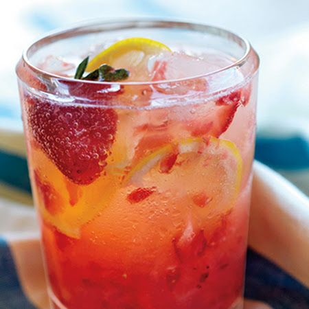 Spiked Strawberry Lemon Spritzer Recipe #drinks