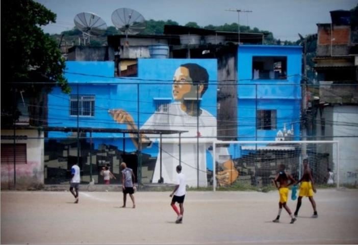 파벨라 시티의 도시변화에서 정기용선생님의  정신과 일맥상통하는  나타나는 부분이라는 생각이 들었다. 예술이 어떠한 의미를 말하는 것이다. 멀리를 응시하는 소년의 모습이 꿈꾸는 브라질 소년의 모습과 이를 축원하는 분위기를 말하고 있는 것같다.