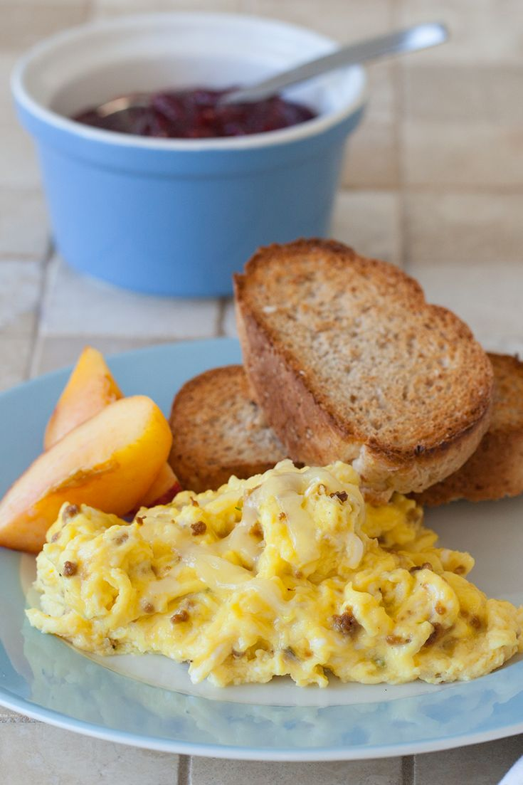 #Epicure Scrambled Eggs with Cheese, Chives & Bacon (260 calories/serving)