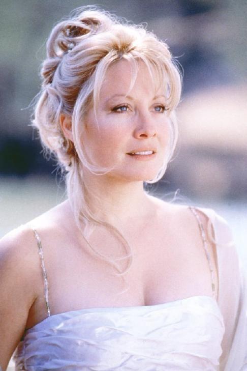 Linda Kozlowski - 80s beauty comes from Polish family :). Yay!
