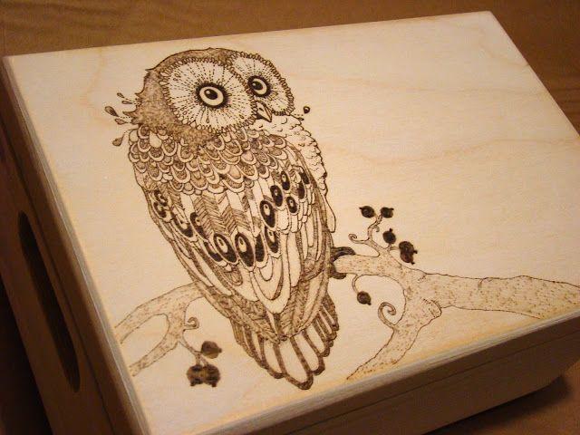 skrzynka z sową. chest with owl.