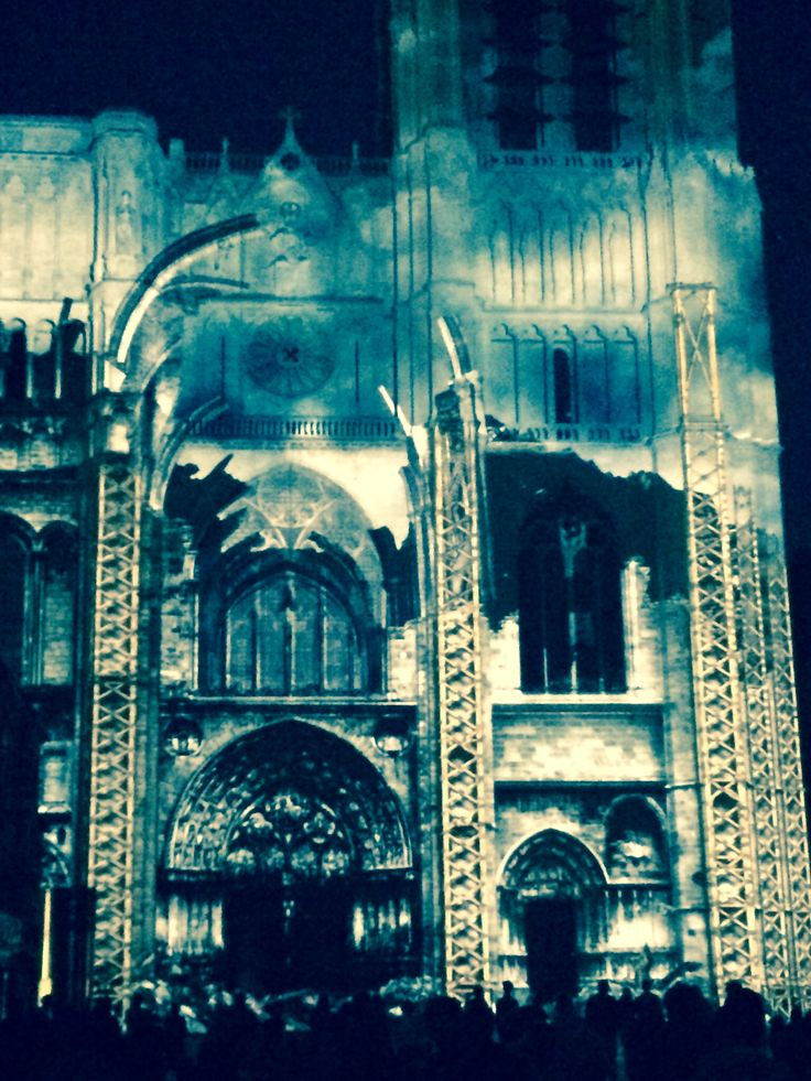 La cathédrale de Sens fête ses 850 ans... Dans un beau spectacle son & lumières, tout l'été !