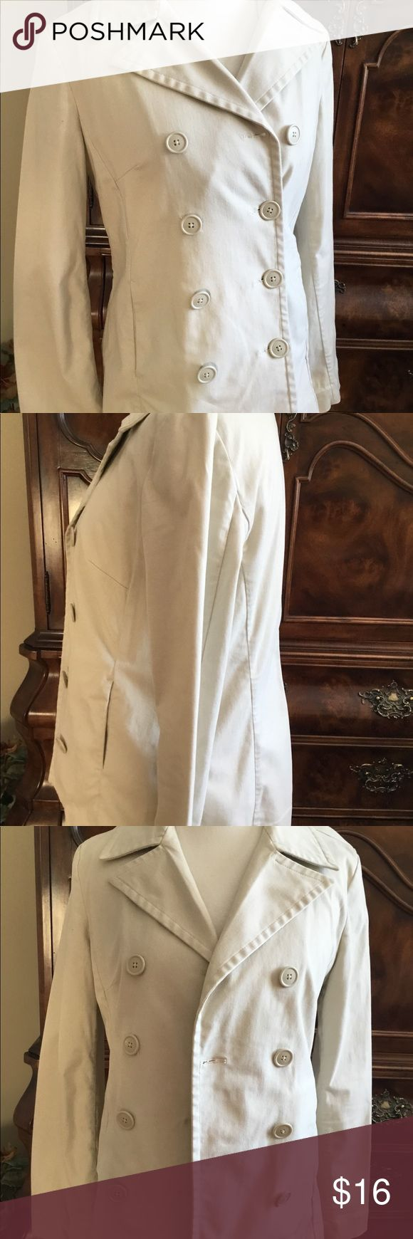 GAP Tan Lighter Weight Jacket Sz M Great Cond 🛍 Gap light tan jacket Sz M. Lighter weight perfect for Spring/Fall. Great quality nice condition GAP Jackets & Coats