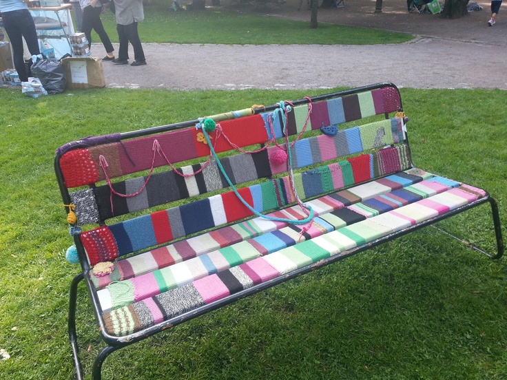 A knit & tag bench in the Old Church Park.