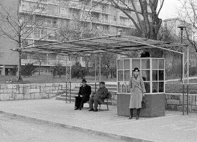 1970'li yıllarda Ataköy'de bir İETT Otobüs durağında gelecek zamanı beklerken... #ataköy #istanlook