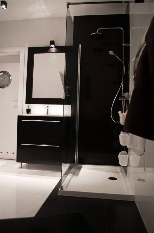 modern, black&white bathroom