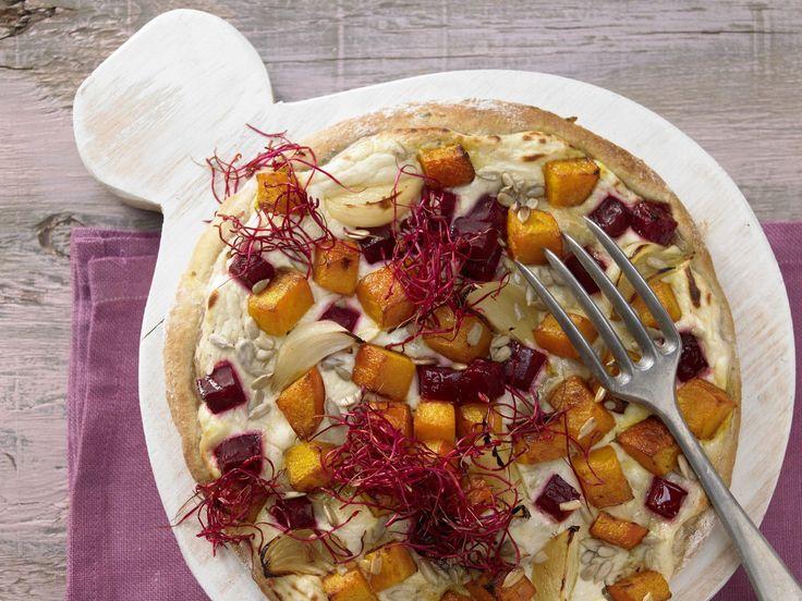 Pizza mit Roter Bete - und Kürbis - smarter - Kalorien: 567 Kcal - Zeit: 50 Min. | eatsmarter.de