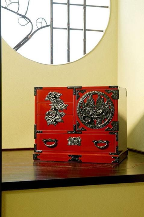 Les 118 meilleures images du tableau cabinets en laque du for Meubles peints japonais