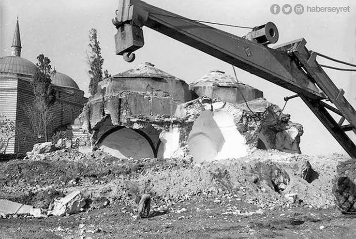 1956 - Vatan Caddesi açılırken yıkılan çok sayıdaki Osmanlı eserinden biri olan Murat Paşa Hamamı