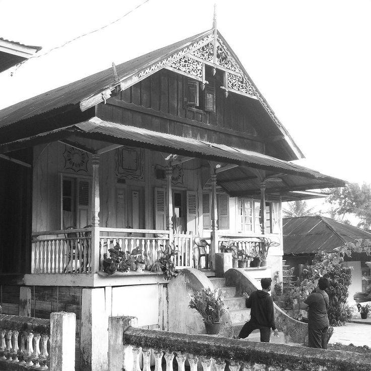 Rumah Tua Suku Rejangmenurut pengakuan pemilik usia rumah ini sekitar 200 tahun…