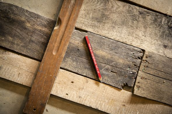 Step by Step how to make a headboard out of Pallets. King or Queen bed. This guy is awesome!