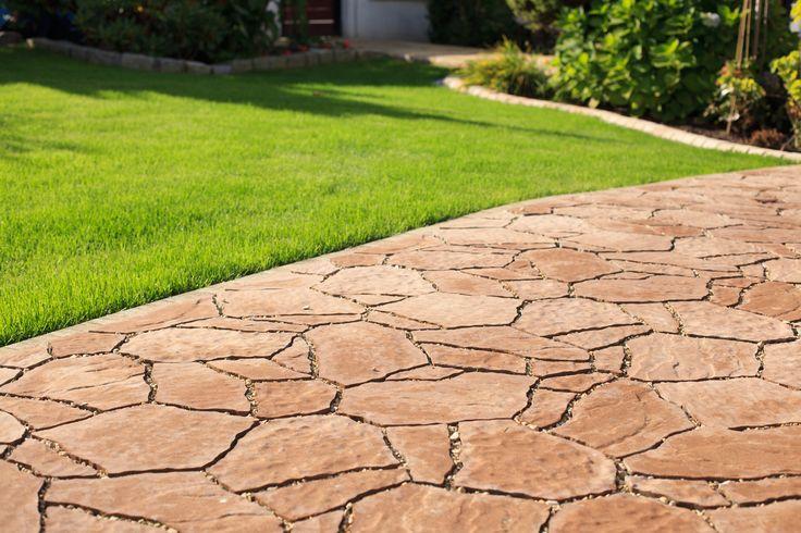 Piękna kostka Polbruk Petra o charakterystycznych, nieregularnych kształtach. Kostka powstała z inspiracji skalnym miastem Jordanii http://www.polbruk.pl/product/polbruk-petra-2/