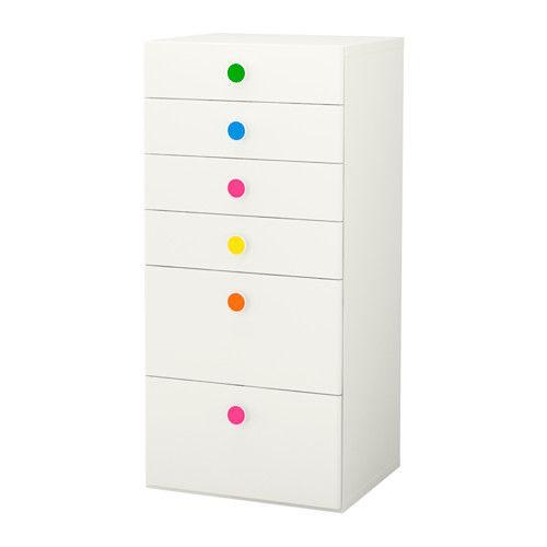 STUVA / FÖLJA Opberger met lades IKEA Met de meegeleverde, kleurrijke stickers kan je dozen, lades en kasten snel en op persoonlijke wijze merken.