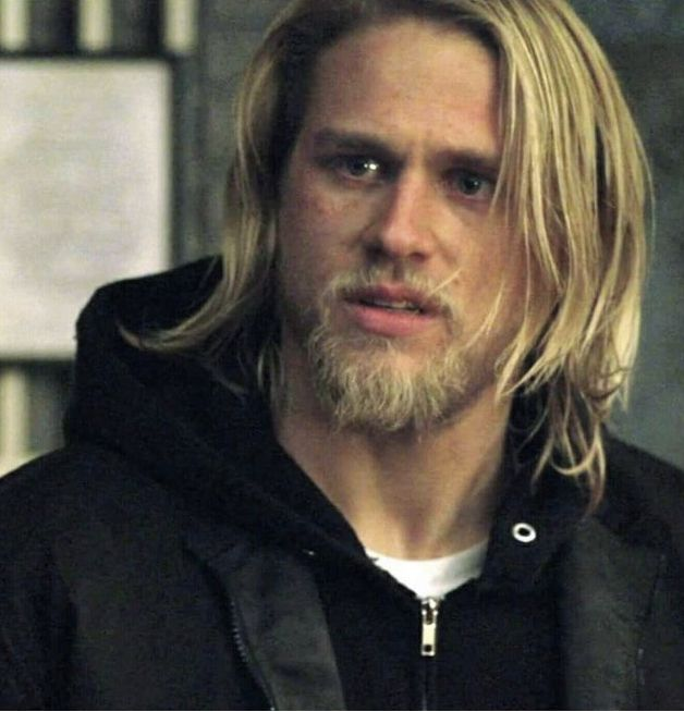 Pin By Laura Fracker On Soa Samcro The Mayan S Mc Charlie Hunnam Long Hair Styles Men Sons Of Anarchy