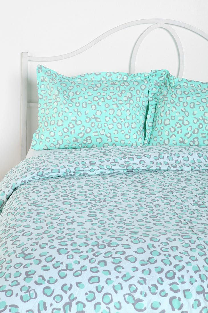 1000 ideas about leopard bedding on pinterest beds comforters and twin comforter - Cheetah bedspreads ...
