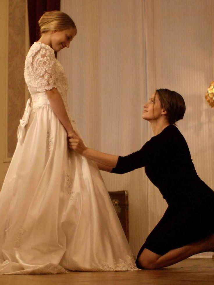 Alors que chaque minute, 27 filles mineures seraient mariées dans le monde, le plus souvent contre leur gré, l'actrice belge Marie Gillain, ambassa......