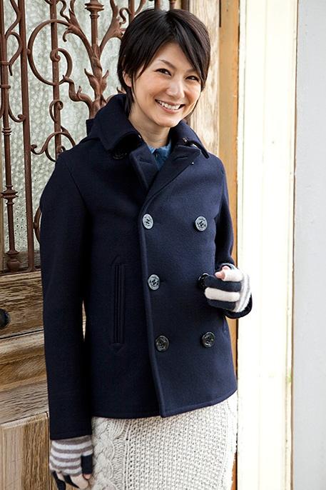 navy coat, white knit skirt, gray stripe gloves