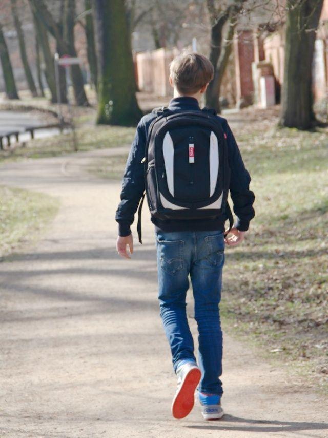 Teenager unterwegs - 4YOU CHANGE  Schulrucksack im Alltagstest