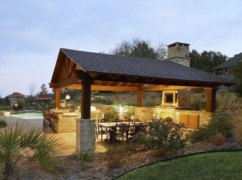 Летняя кухня - столбы с двускатной крышей