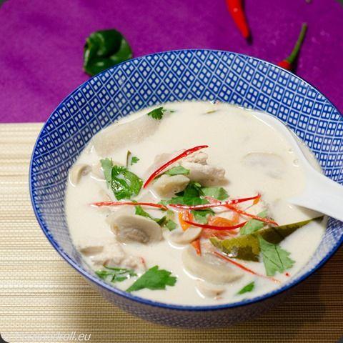 Tom Kha Kai  Une petite soupe pour se remettre des fêtes?! Parfumées de citronnelle, galanga, et coco... La recette est ICI: http://www.cookandroll.eu/archives/2015/01/01/31237574.html