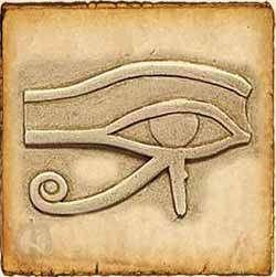 """El Ojo de Horus es la fuente de luz y conocimiento, protegía y remediaba las enfermedades oculares, contrarrestaba los efectos del """"mal de ojo"""" y, además, protegía a los difuntos. Como talismán simboliza la salud, la prosperidad, la indestructibilidad del cuerpo y la capacidad de renacer."""