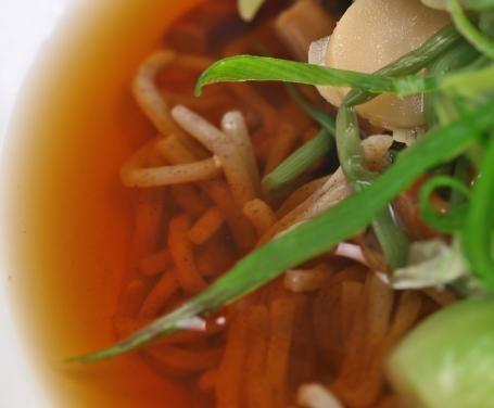 I ramen sono i tipici spaghetti in brodo, caratteristici della cucina giapponese. Questi spaghetti vengono cucinati in molti modi diversi e sono fatti a base di pasta all'uovo, ricetta tramandata di generazione in generazione nella società giapponese. In questa versione vi presentiamo una ricetta vegetariana.