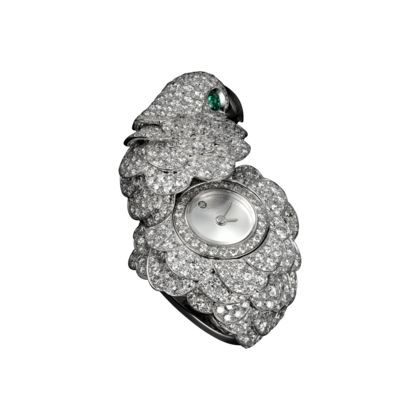 Time takes an unexpected turn, concealing itself beneath a precious menagerie. Cartier invests a wealth of expertise in the creation of jewelry pieces which reveal subtle dials.The dial is concealed beneath a parrot with a plumage of brilliant-cut diamonds, a mother-of-pearl beak and diamond eyes, to create a unique and sophisticated ring.