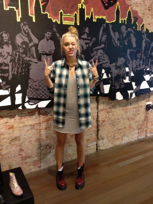 Miley. don't like her, but I like her style here