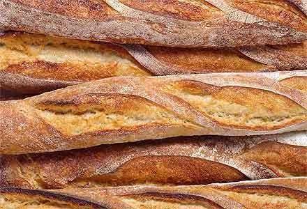 Ingrédients:  Pour 2 baguettes  375 g de farine T55  5 g de levure de boulangerie fraiche  1 c. à café rases sel  215 g eau   Prépara...