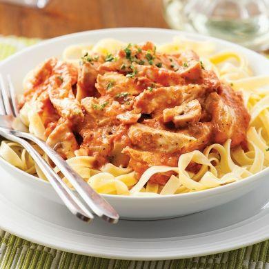 Tagliatelles au poulet, sauce rosée - Soupers de semaine - Recettes 5-15 - Recettes express 5/15 - Pratico Pratique