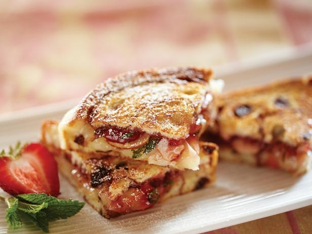 Strawberry Almond and Brie Grilled Sandwiches: Strawberries Almonds, Brie Grilled, Food, Sandwiches Recipes, Eating, Grilled Cheese, Breakfast Sweet, Favorite Recipes, Grilled Sandwiches