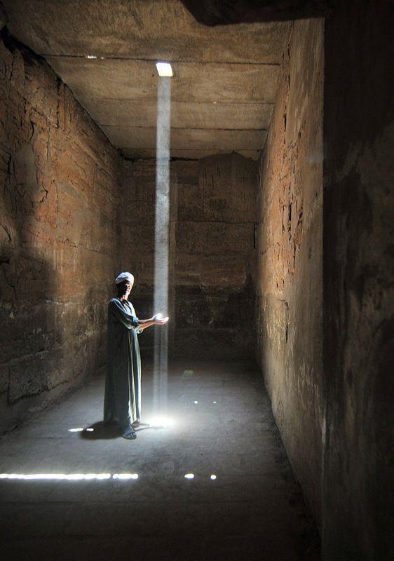 Licht sammeln – Karnak, Luxor Im Karnak-Tempel in …
