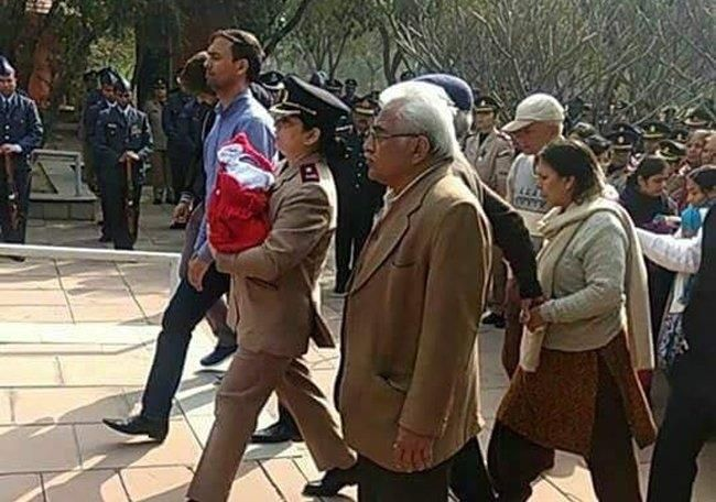 Army officer carries her 5-day-old daughter to attend husband's funeral - Jammu Links News