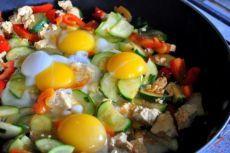 Меню правильного питания: 7.00 -7.30 завтрак на выбор - запаренная овсяная каша с тертым яблком, корицей и медом - легкий омлет с зеленью - 2 сырника с йогуртовым соусом - творог со сметаной - гречневая каша с 1 помидором. 9.00- 9.30 Второй завтрак на выбор - любой 1 фрукт - йогурт без добавок - 2 яйца - свежевыжатый овощной сок 11.00-12.00 Перекус на выбор - запеченное яблоко с творогом - стакан кефира - фруктовый салат - ягоды. 13.30-14.30 Обед на выбор - овощной суп - крем суп из цукини…