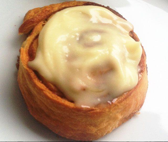 Het recept voor heerlijke cinnamon rolls oftewel kaneelbroodjes. Een echte aanrader om eens te maken voor een uitgebreid ontbijt in het weekend.