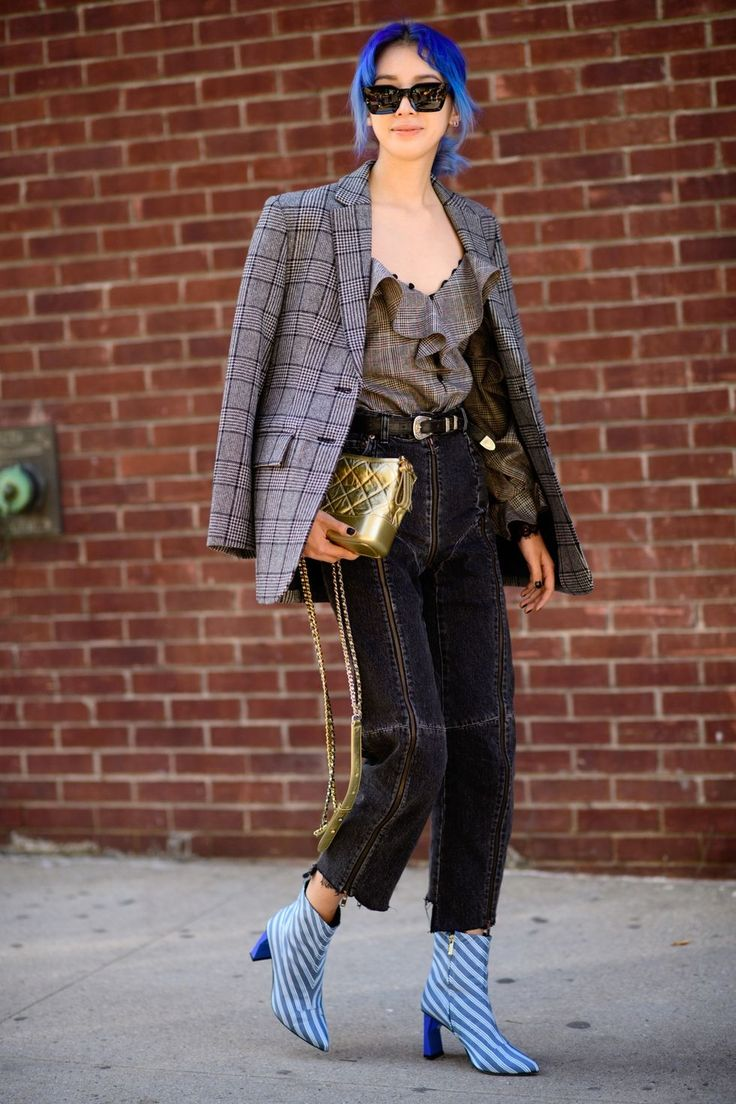 The new york vanity was named perfectly it has that city chic look - Street Style From New York Spring 2018 Street Style From New York Fashion Week