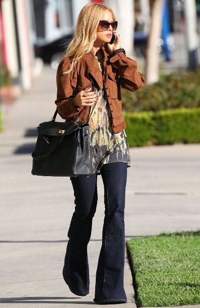 Love her look - Could be CAbi fall '13 Buchanan tunic with vintage Farrah jean:
