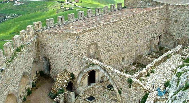 Castello di Mussomeli (CL), interno.
