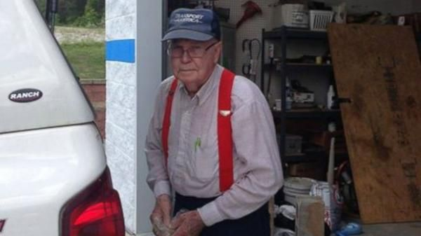 "An 86-year-old Georgia man has donated approximately $400,000 to a local charity over the course of about 30 years, using money he received from recycling. Johnny Jennings, of Ringgold, Georgia, began recycling decades ago as a way to bond with his only child, a son named Brent Jennings. ""We used to use it as time together,"" Brent Jennings told ABC News."